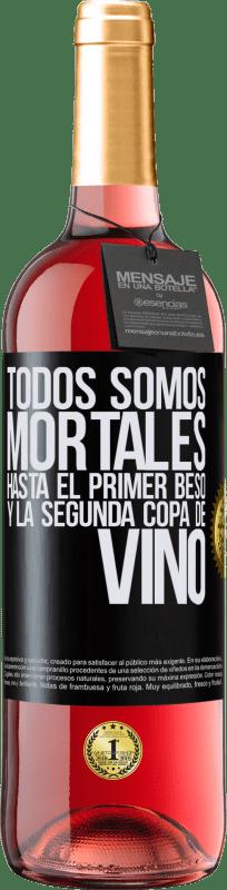 24,95 € Envío gratis | Vino Rosado Edición ROSÉ Todos somos mortales hasta el primer beso y la segunda copa de vino Etiqueta Negra. Etiqueta personalizable Vino joven Cosecha 2020 Tempranillo