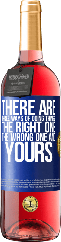 24,95 € Free Shipping | Rosé Wine ROSÉ Edition There are three ways of doing things: the right one, the wrong one and yours Blue Label. Customizable label Young wine Harvest 2020 Tempranillo