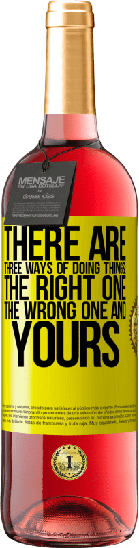 24,95 € Free Shipping | Rosé Wine ROSÉ Edition There are three ways of doing things: the right one, the wrong one and yours Yellow Label. Customizable label Young wine Harvest 2020 Tempranillo
