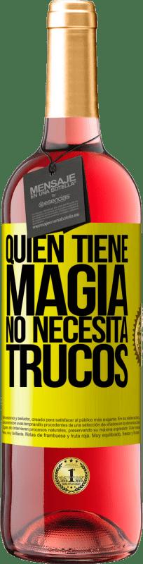 24,95 € Envío gratis   Vino Rosado Edición ROSÉ Quien tiene magia no necesita trucos Etiqueta Amarilla. Etiqueta personalizable Vino joven Cosecha 2020 Tempranillo