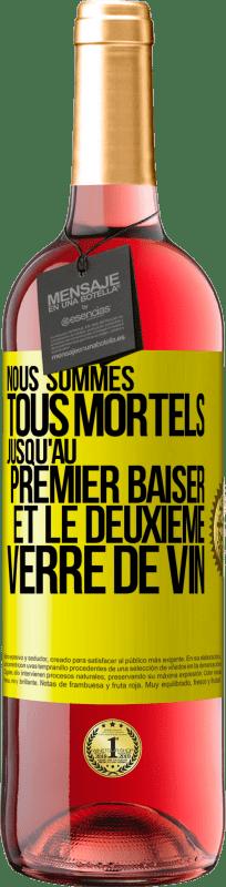 24,95 € Envoi gratuit   Vin rosé Édition ROSÉ Nous sommes tous mortels jusqu'au premier baiser et au deuxième verre de vin Étiquette Jaune. Étiquette personnalisable Vin jeune Récolte 2020 Tempranillo