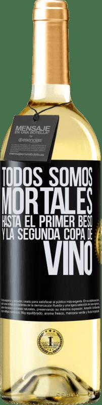 24,95 € Envío gratis | Vino Blanco Edición WHITE Todos somos mortales hasta el primer beso y la segunda copa de vino Etiqueta Negra. Etiqueta personalizable Vino joven Cosecha 2020 Verdejo