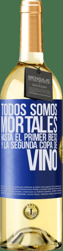 24,95 € Envío gratis | Vino Blanco Edición WHITE Todos somos mortales hasta el primer beso y la segunda copa de vino Etiqueta Azul. Etiqueta personalizable Vino joven Cosecha 2020 Verdejo