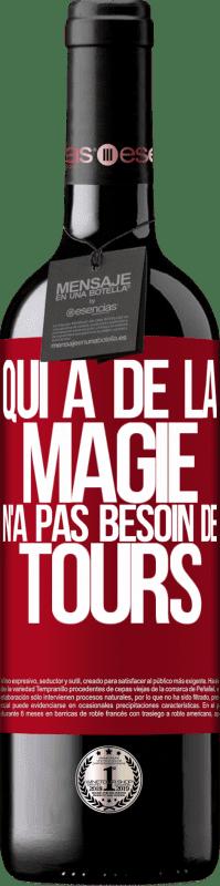 24,95 € Envoi gratuit | Vin rouge Édition RED Crianza 6 Mois Qui a de la magie n'a pas besoin de tours Étiquette Rouge. Étiquette personnalisable Vieillissement en fûts de chêne 6 Mois Récolte 2018 Tempranillo