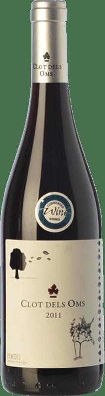 6,95 € Envío gratis | Vino tinto Ca N'Estella Clot dels Oms Negre Joven D.O. Penedès Cataluña España Merlot, Cabernet Sauvignon Botella 75 cl