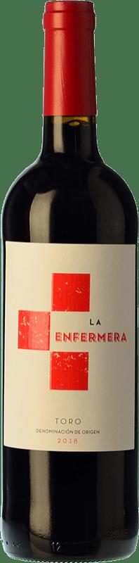 8,95 € Spedizione Gratuita | Vino rosso Terra d'Uro La Enfermera de Toro Joven D.O. Toro Castilla y León Spagna Tempranillo Bottiglia 75 cl