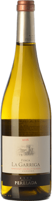 15,95 € Free Shipping | White wine Perelada Finca La Garriga Blanc Crianza D.O. Empordà Catalonia Spain Samsó, Chardonnay Bottle 75 cl. | Thousands of wine lovers trust us to get the best price guarantee, free shipping always and hassle-free shopping and returns.