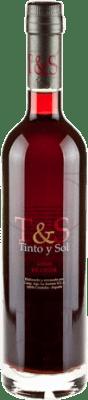 16,95 € Бесплатная доставка | Крепленое вино Tinto y Sol Andalucía y Extremadura Испания Merlot Половина бутылки 50 cl