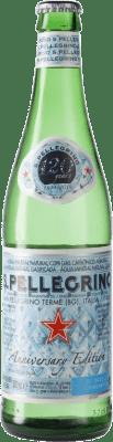 1,95 € Envío gratis | Agua San Pellegrino Gas Sparkling Italia Botella Medium 50 cl